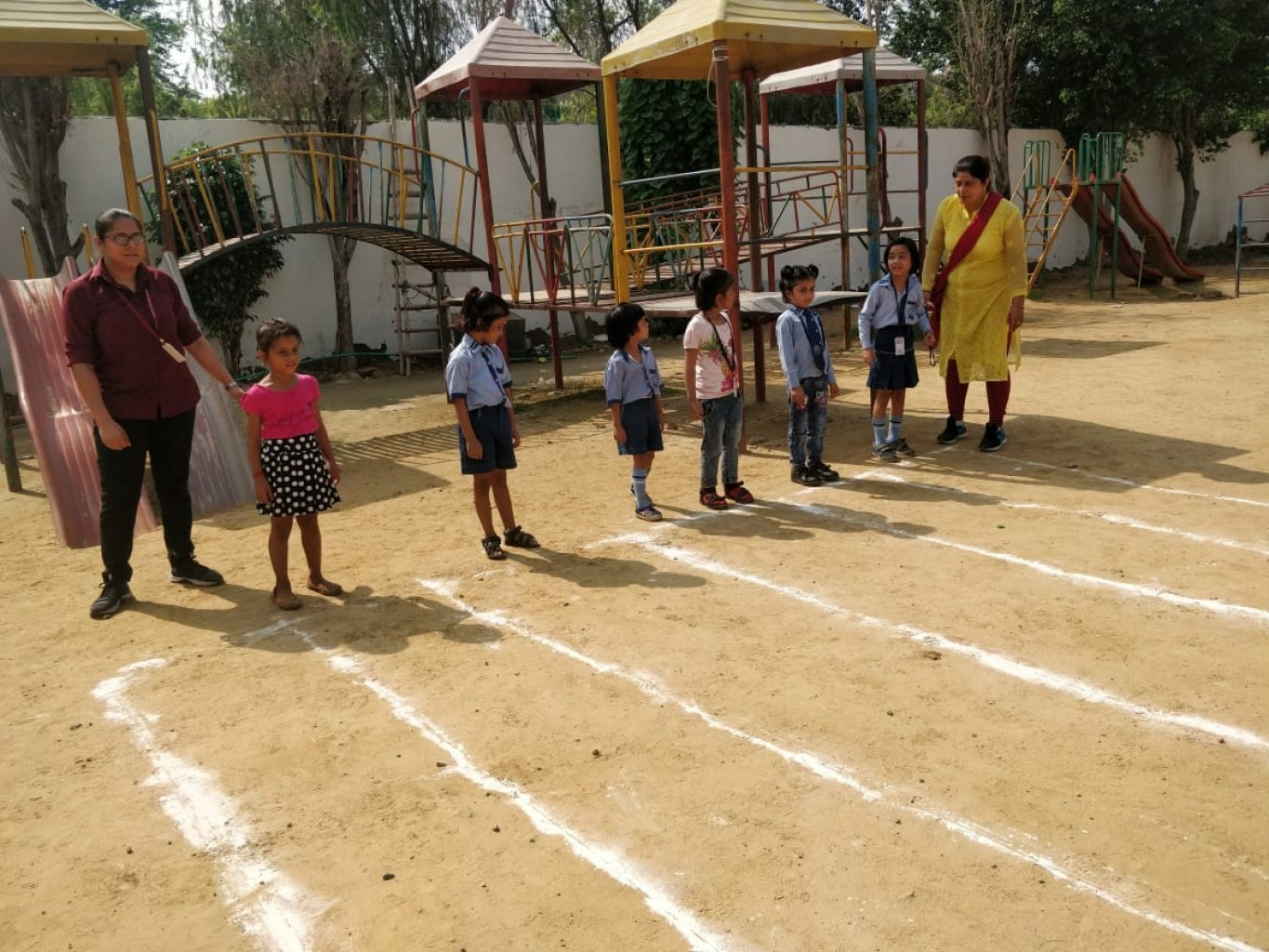 NATIONAL SPORTS DAY-CLASS LKG/UKG/II (RACE AND HUDDLE RACE)